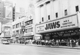 QueuingAroundTheBlockInNewYorkToSeeJaws